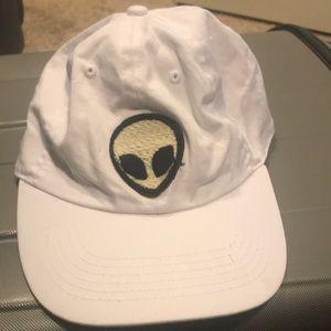 Brandy Melville white hat